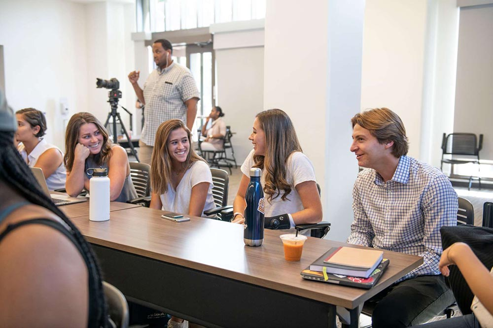 Former USG Director of Wellness Affairs and alumna Marina Hrovat and Vice President Blake Ackerman attended the new wellness course during the first week of classes. (Kevin Fohrer | Daily Trojan)